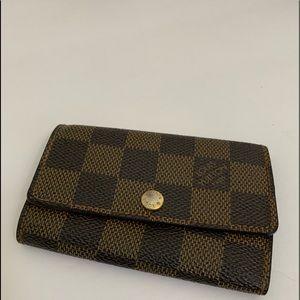 Louis Vuitton Damier 6 key holder